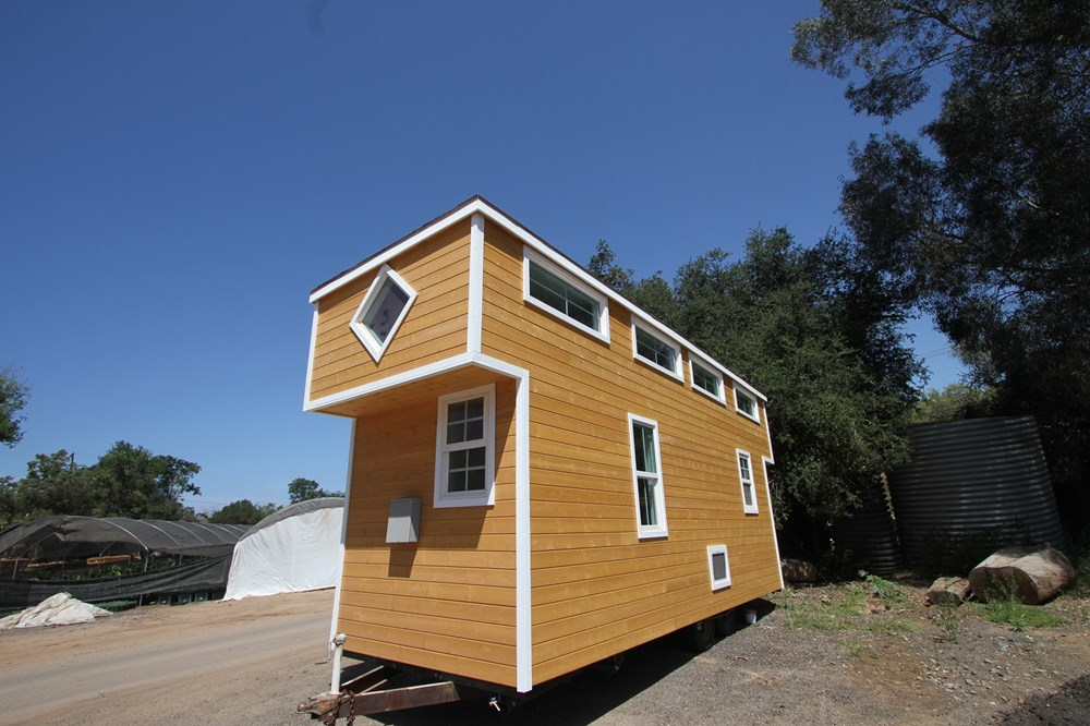 CUSTOM TINY HOUSE 378 SQ FT DUAL LOFT MODERN CARAVAN FULL BATHROOM KITCHEN WASHER  DRYER