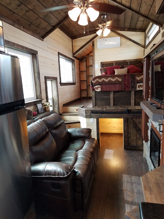 CUSTOM 33ft Log Cabin Style Tiny House- PRICE REDUCED! 3