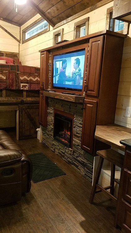 CUSTOM 33ft Log Cabin Style Tiny House- PRICE REDUCED! 8