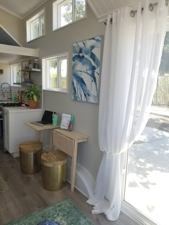 Tiny Home on Wheels - Fully Furnished and Ready to go! 8
