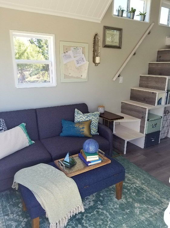 Tiny Home on Wheels - Fully Furnished and Ready to go! 9
