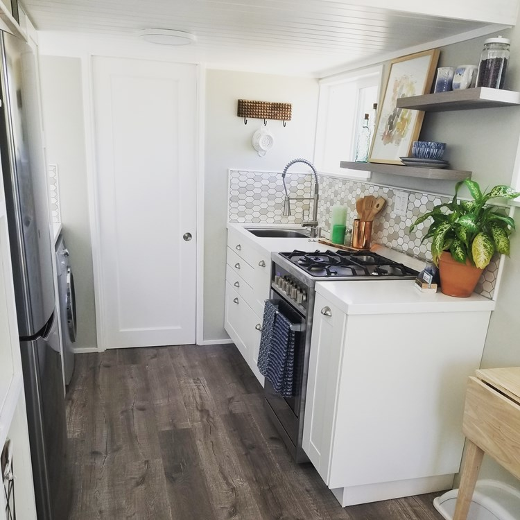 Tiny Home on Wheels - Fully Furnished and Ready to go! 5