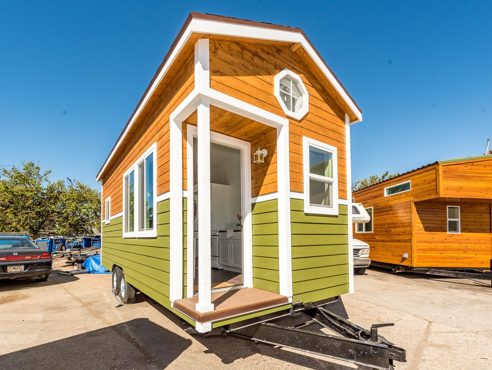 9 x 22 NW Bungalow Tiny House professionally built w/ sleeps upto 4 loft laundry toilet full kitchen and appliances