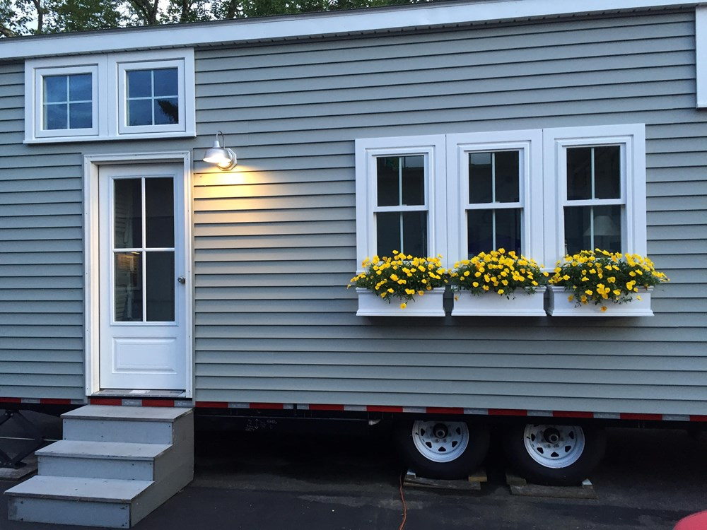 Tiny house on wheels- new built- never lived in 3