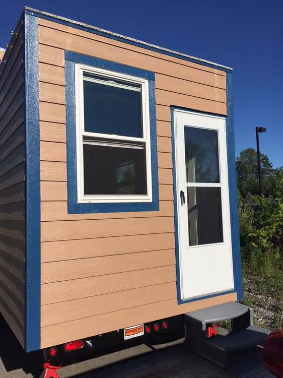 Tiny House equipped with Solar! 2