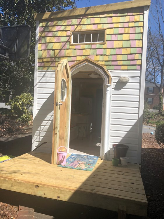 Unique, charming 140 sq foot tiny house.