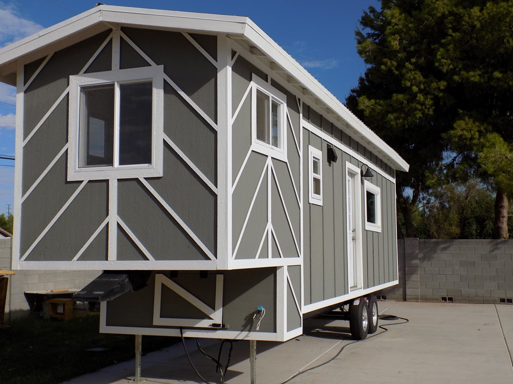 TINY HOUSE ON WHEELS LETS MAKE A DEAL 7