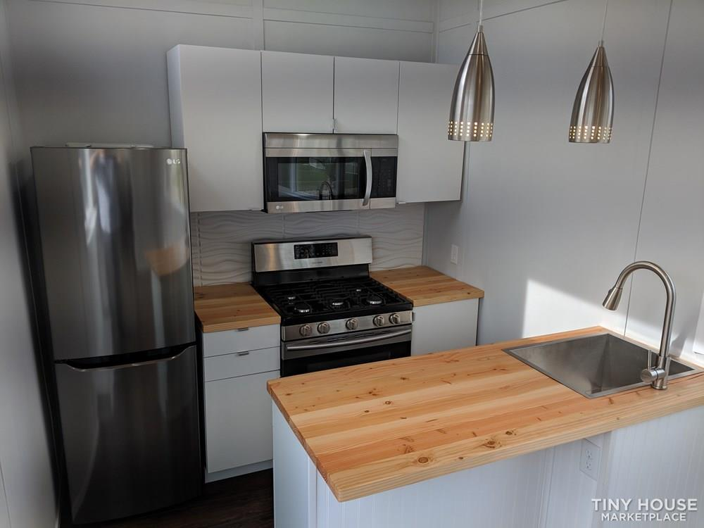 28 ft Modern & Spacious Tiny House on Wheels 3