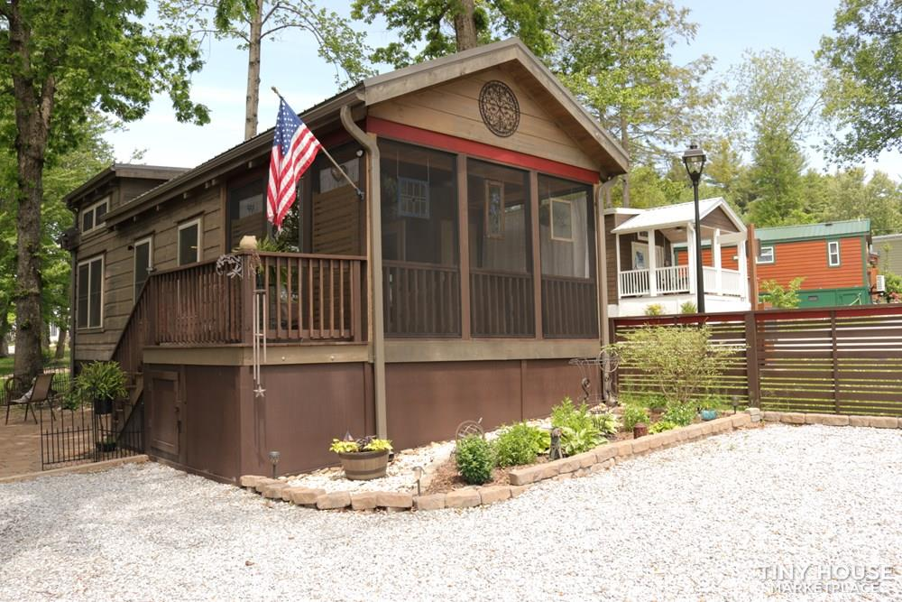 Beautiful 1 bed/ 1 bath Log Cabin Tiny Home in Flat Rock, North Carolina