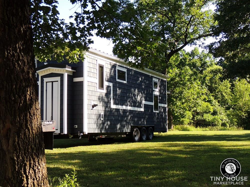 Beautiful, Hand Crafted, 28FT Tiny Home With Downstairs Bedroom and Bathtub!