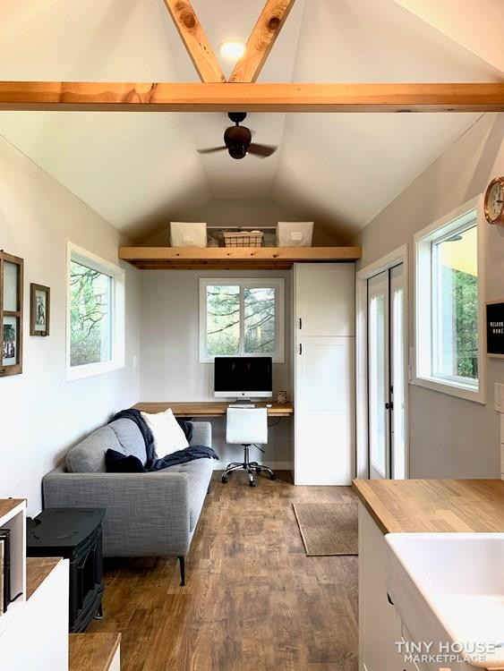 Beautiful, Spacious Tiny House on wheels