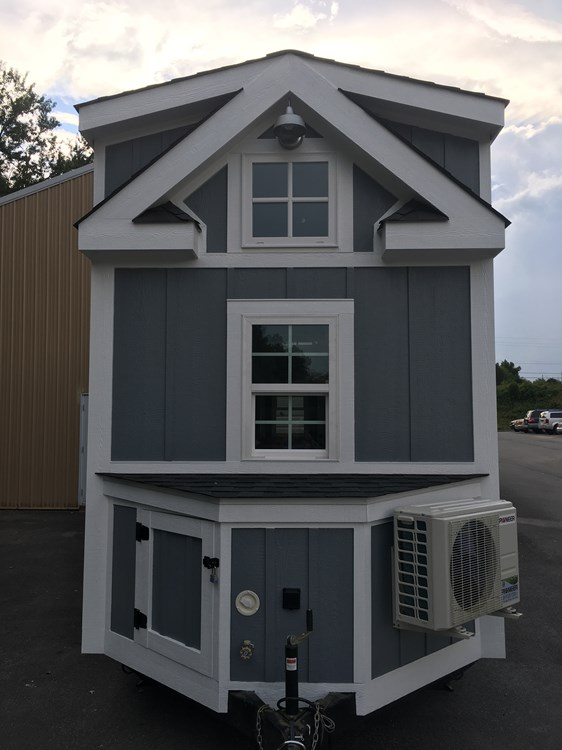 New craftsman style 20 foot tiny home with lots of character 26