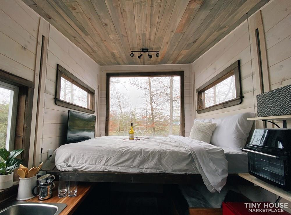 Cozy Tiny Home With Elevator Bed 5