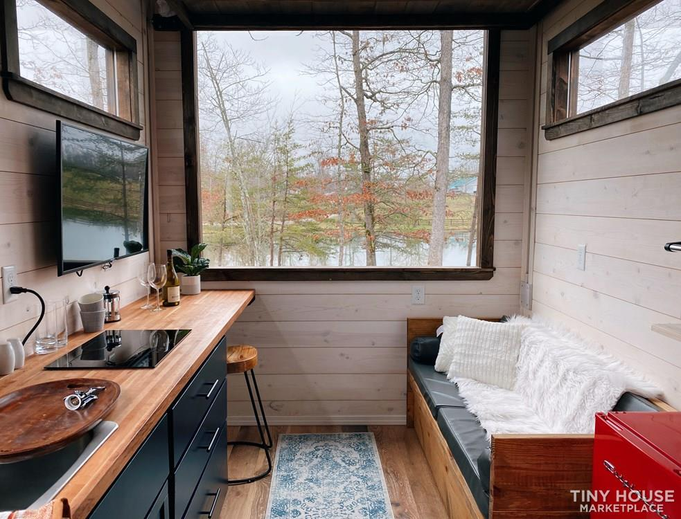 Cozy Tiny Home With Elevator Bed 6
