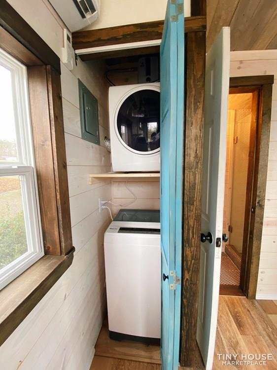 Cozy Tiny Home With Elevator Bed 9