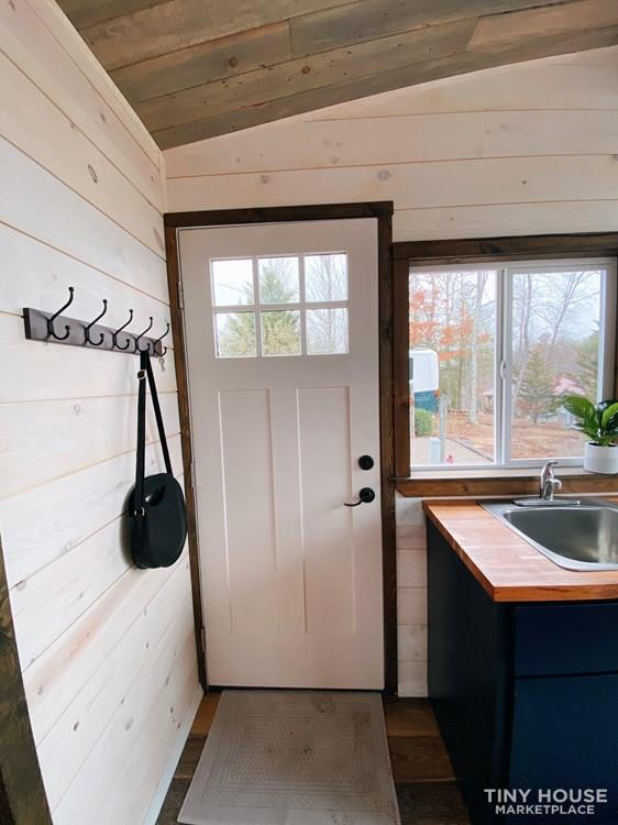 Cozy Tiny Home With Elevator Bed 10
