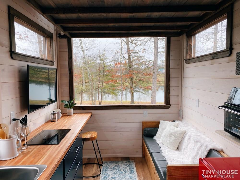 Cozy Tiny Home With Elevator Bed 4