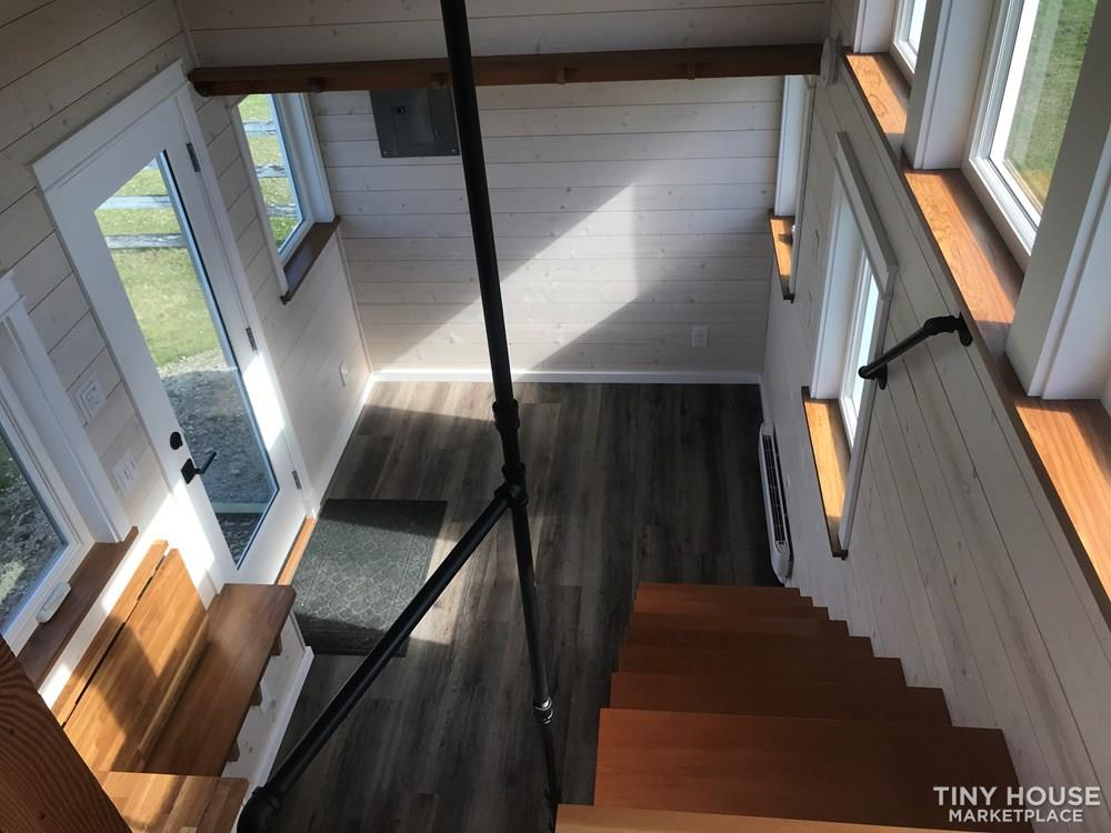 Exquisite Tiny Home on Wheels 7