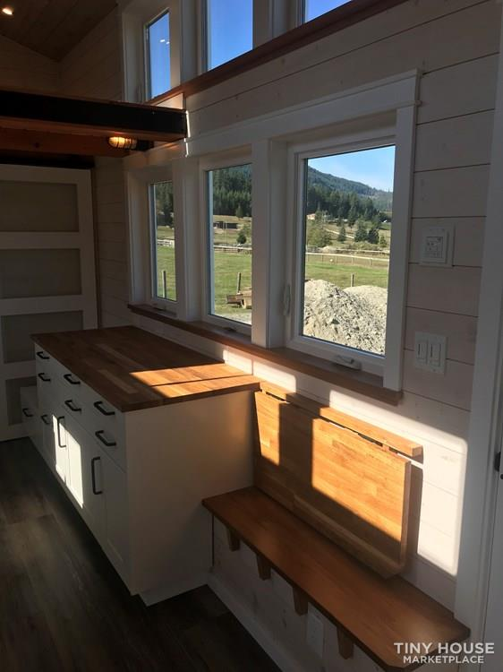 Exquisite Tiny Home on Wheels 9
