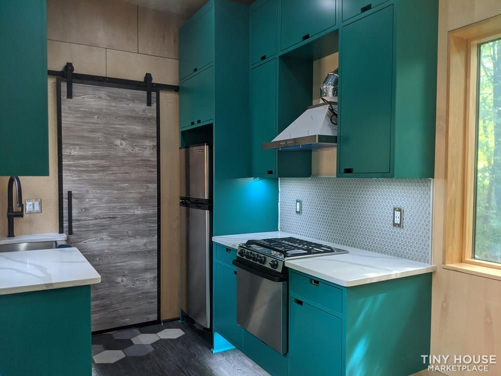 Poseidon - Modern Tiny House 4