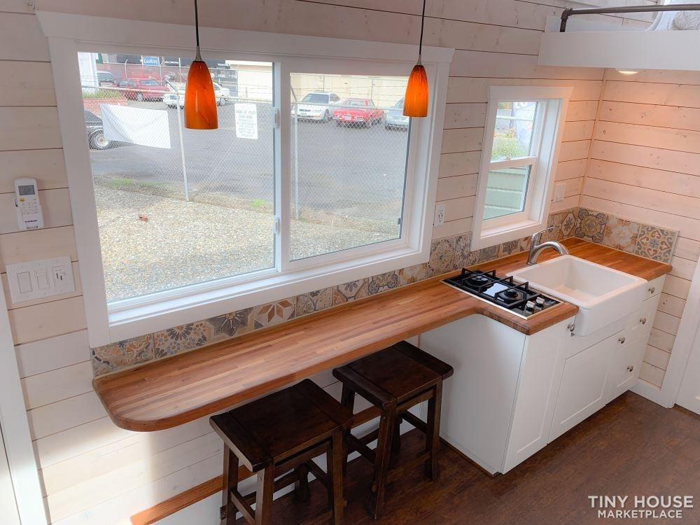 Gorgeous Tiny House With Dual Lofts and Main Floor Sleeping 3