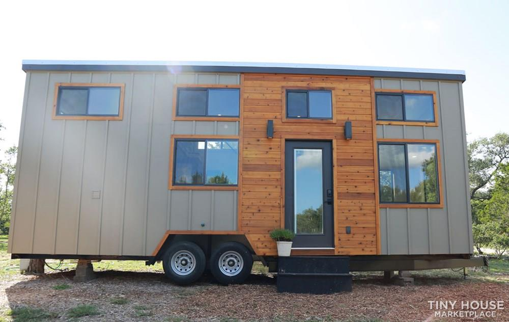 Immaculate, brand new custom built 28' Tiny Home 2