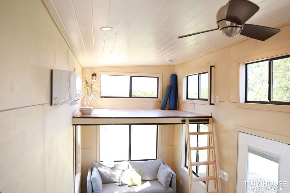 Immaculate, brand new custom built 28' Tiny Home 9
