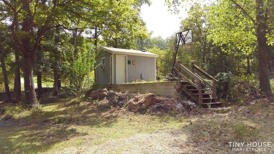 LAKE PROPERTY LONEDELL LAKES WITH 2 TINY SLEEP/BUNK HOUSES LOTS OF POTENTIAL