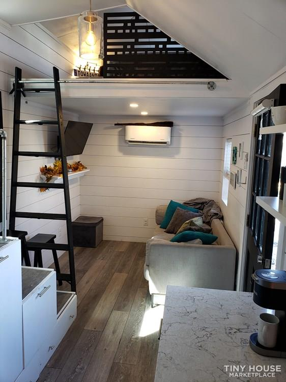 Tiny House with high end finishes 4