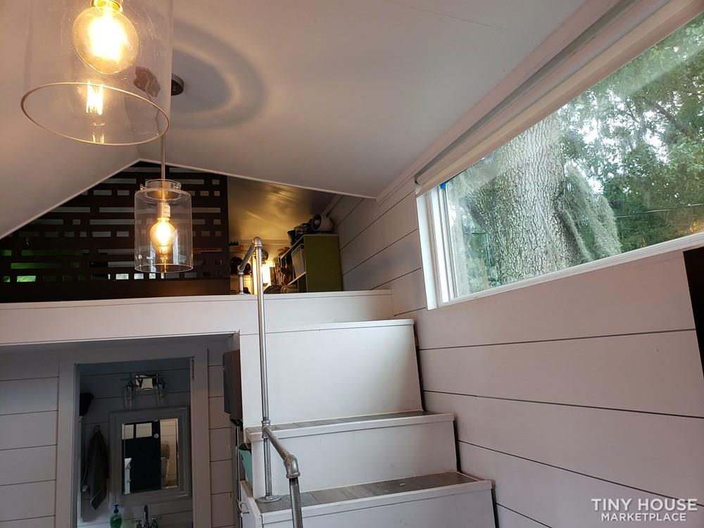 Tiny House with high end finishes 10