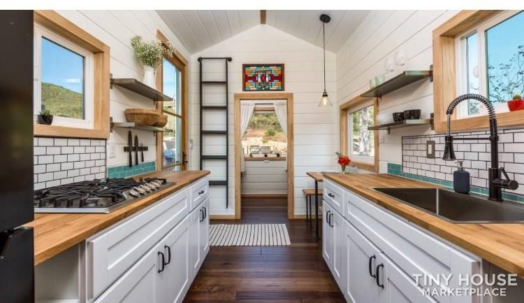 Super Cute Cottage Tiny Home