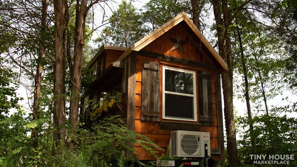 The Best Little Hen House in Tennessee is an 8′ x 16′ Freedom Style Tiny Home