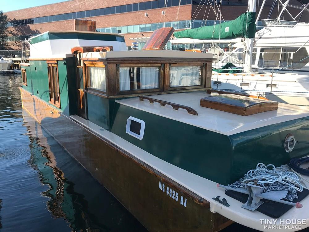 Unique Floating Tiny Home in Boston 4